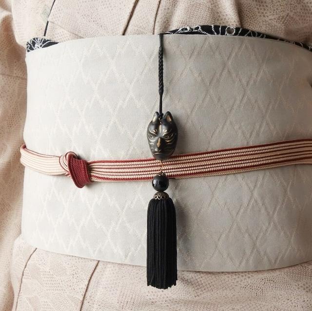 手描き金黒狐面の帯飾り(根付)フロストブラックオニキス