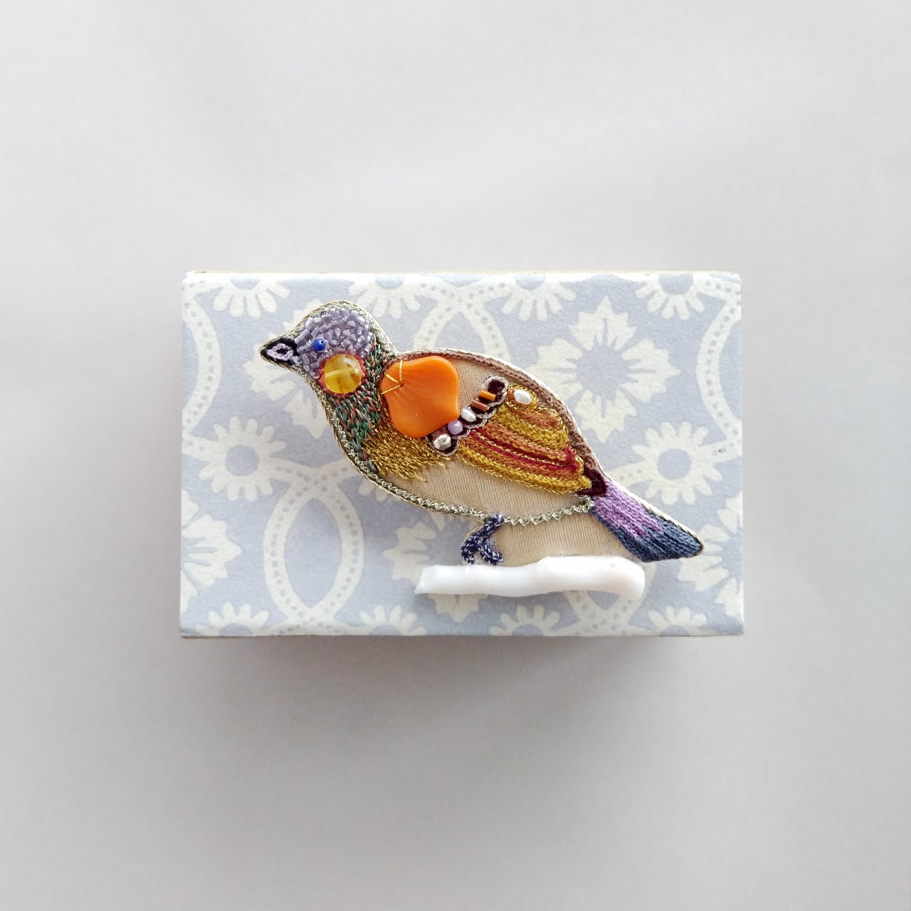 オレンジの鳥ブローチ