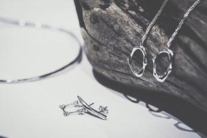 liquid / frost studs pierce