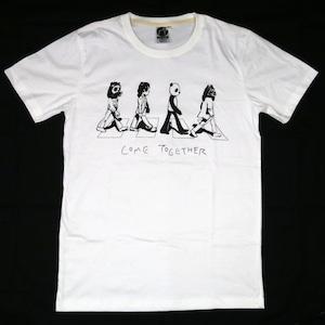 あの有名なアルバムジャケットを再現?「COME TOGETHER」Tシャツ
