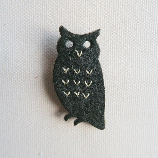 Leather brooch owl D.GREEN
