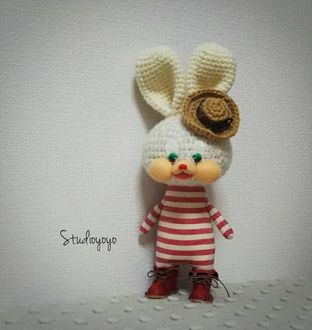 Studioyoyo: 大人気!シマシマうさぎさん 赤 あみぐるみ プレゼントや贈り物にも 自立可能