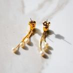《AVON/エイボン》 揺れるゴールドとパールが可愛いヴィンテージピアス