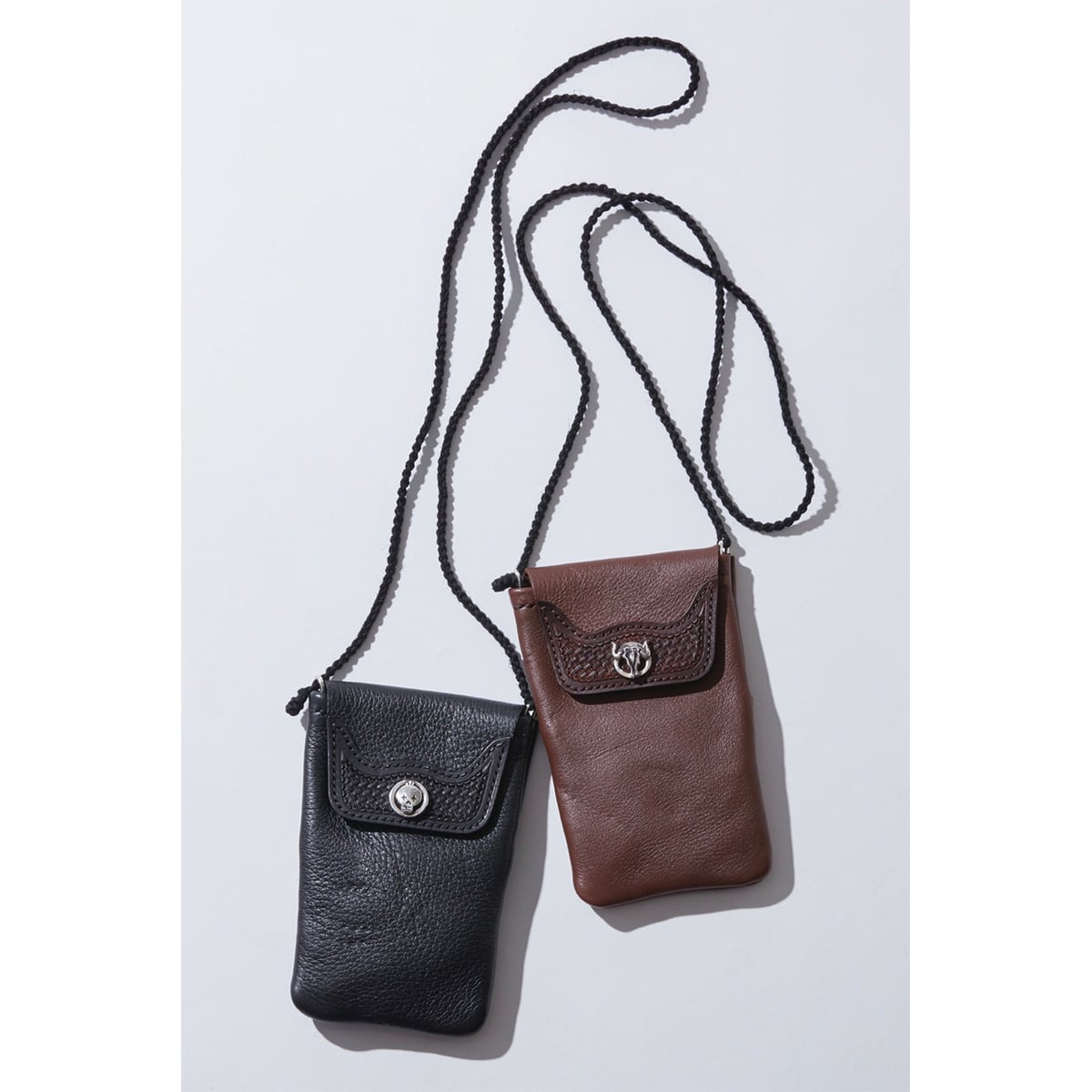 MOBILE LEATHER POUCH W/SILVER CONCHO