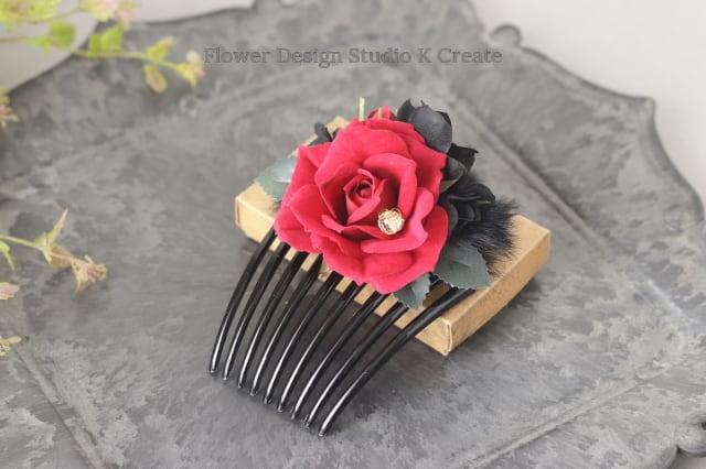 赤い薔薇とブラックファーのコーム フラメンコ ペイネタ お花のコーム バラ 髪飾り ダンス髪飾り