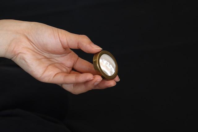【イギリス】楕円のピルケース/真鍮 × シェル