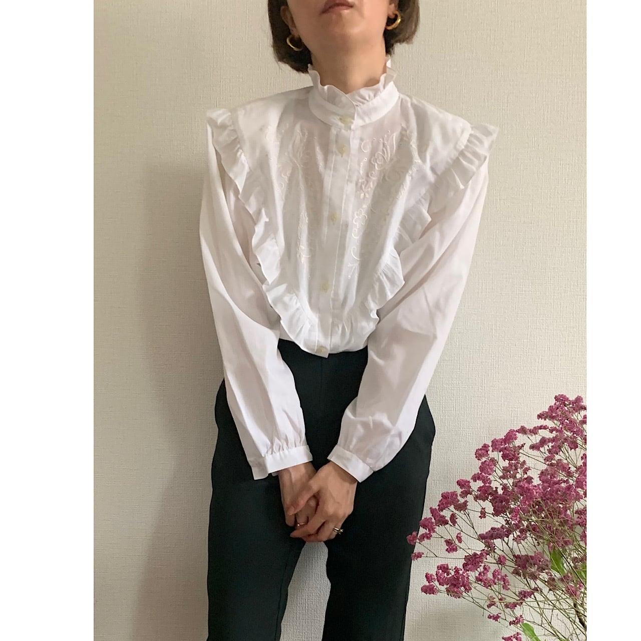 80's Vintage White Austrian Puffy sleeve Blouse
