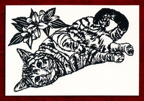 切り絵ポストカードno023 ごろんとして見せびらかす猫(E-4-02823)