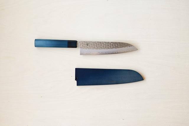 用と美を兼ね備えた1柄|藍包丁「三徳_ダマスカス」鞘付き
