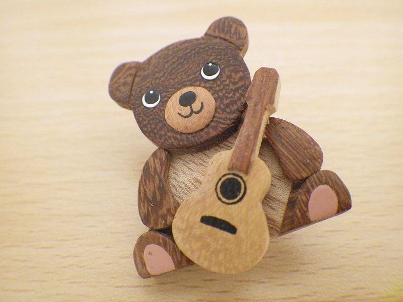 くまとギター 木製ブローチ