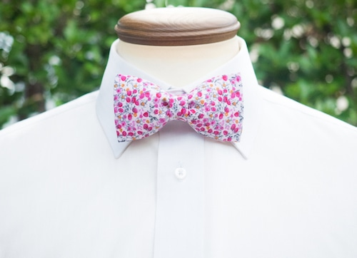 TATAN ピンクの小花柄蝶ネクタイ