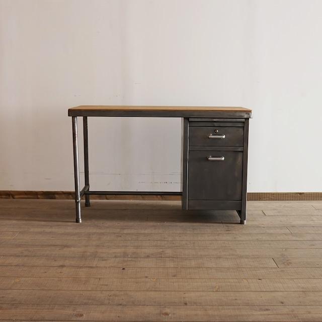 #03-03  Iron antique desk