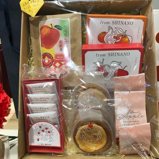人気のお菓子とりんご和紅茶のセット