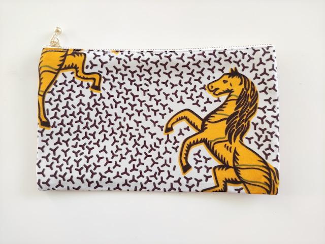 アフリカンファブリック ペタンコポーチ( 白地に黄色馬 )