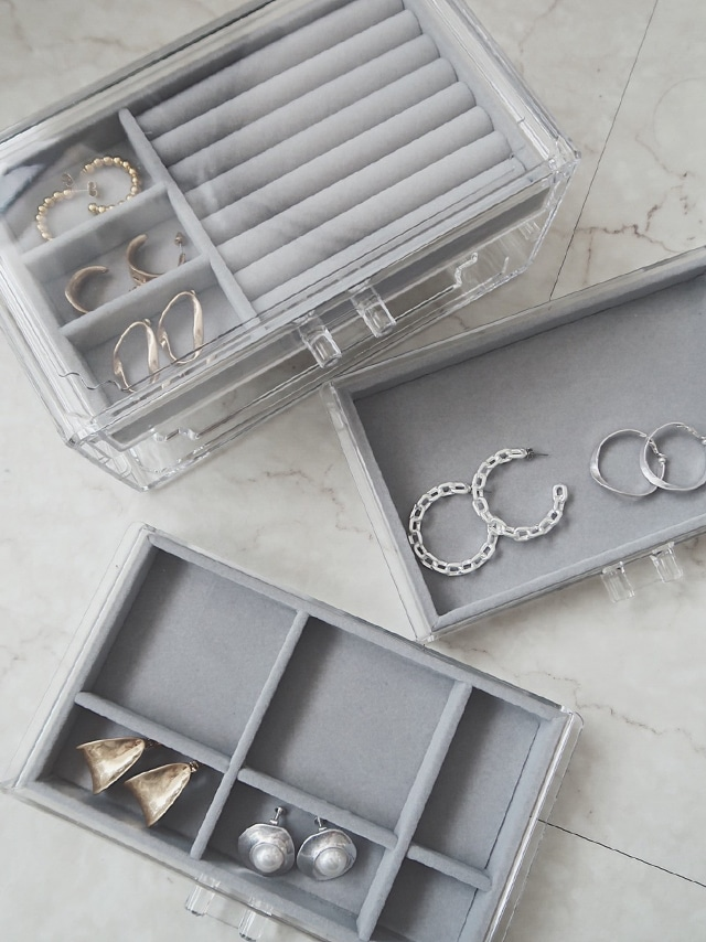 Wide three steps accessory case