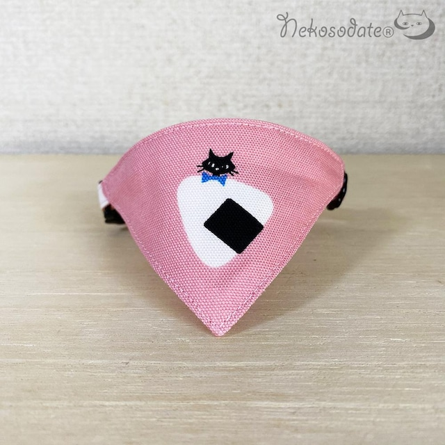 【猫とおにぎり柄ピンク】猫用バンダナ風首輪/選べるアジャスター 猫首輪 安全首輪 子猫から成猫