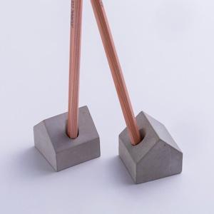 コンクリート/セメントの 家型 ペン立て