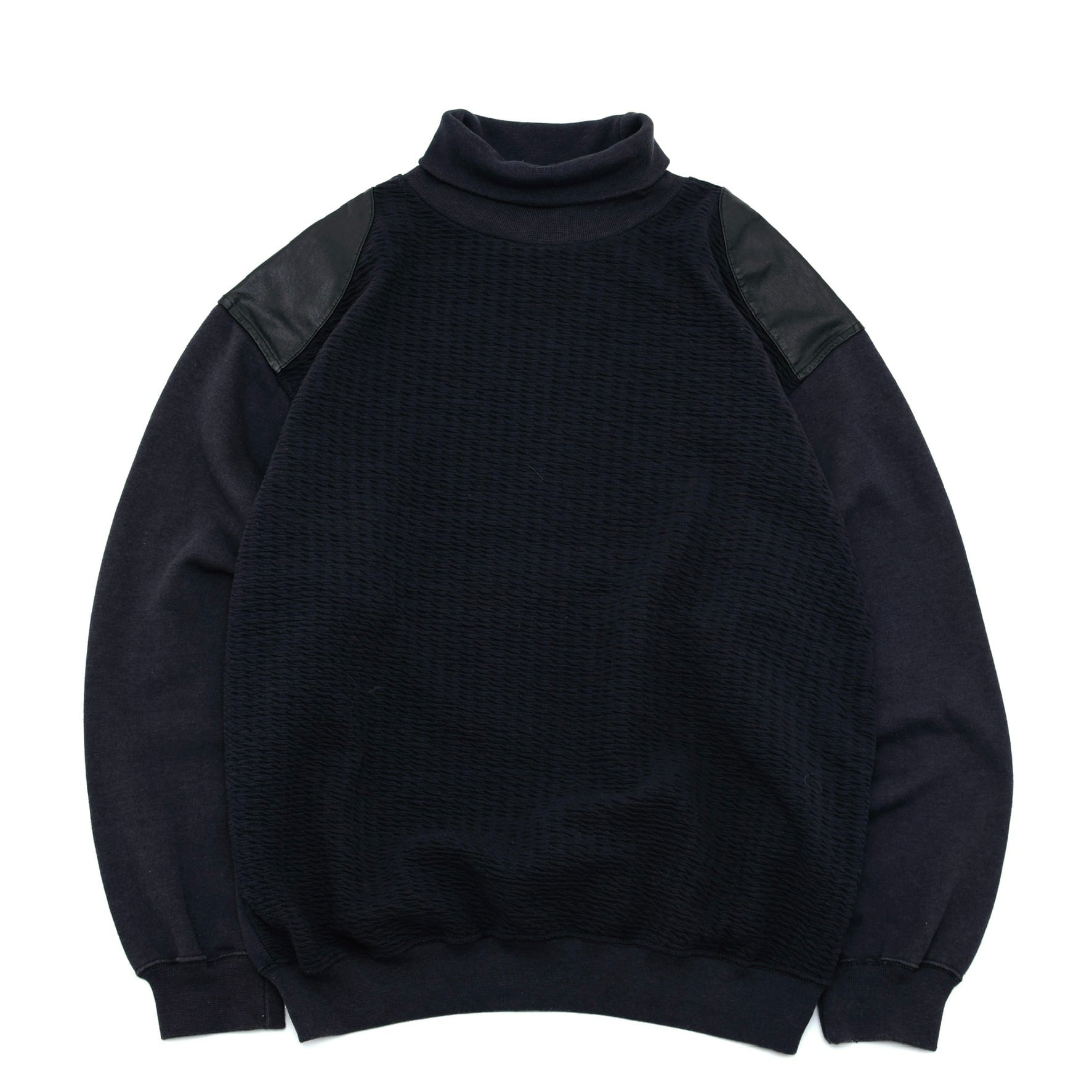 Leather switching turtle neck sweatshirt