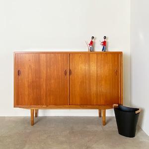 Cabinet with sliding door / CS020