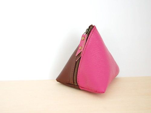 使い方は色々の三角レザーポーチ(ピンク/ブラウン)