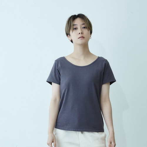 【WOMEN】ココロカラダスミキル ワイドラウンドネックTシャツ(グレー/チャコール/ブラック)