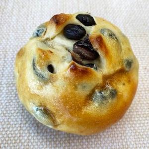 北海道産 溢れる黒豆パン