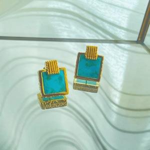 UCE-32G Rock TQ stud earrings