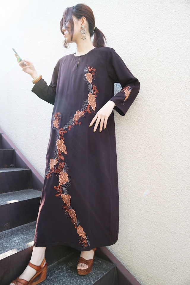 Embroidered leaf onepiece