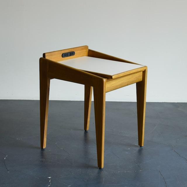 ALVESTA SIDE TABLE コンセント付きサイドテーブル