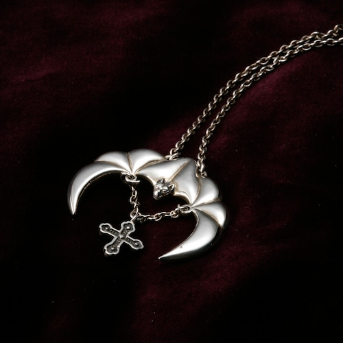 Bat Hovering in Moonlight (Female) 『月光に浮かぶコウモリ』 (メス)