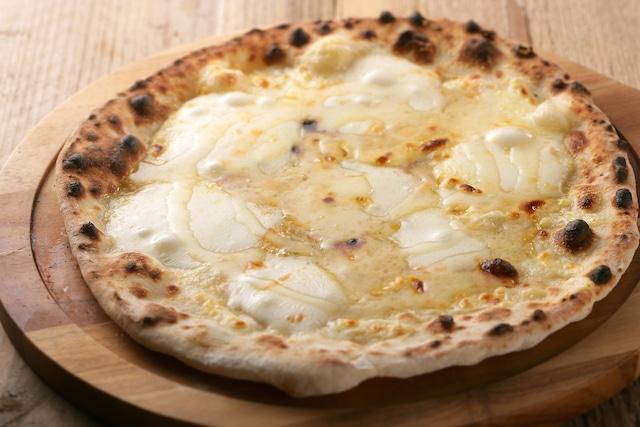 【テイクアウト専用】クワトロフロマッジ(4種のチーズとハチミツのピザ)