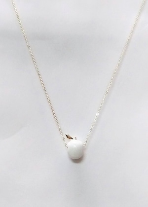 MIDDLAPPLE THROUGH NECKLACE