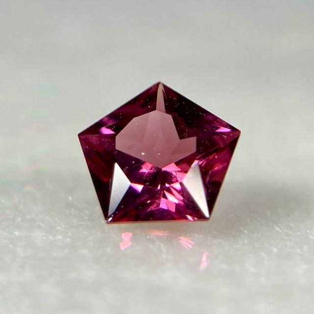 星のガーネット  約4.5mm*2.3mm r-0551