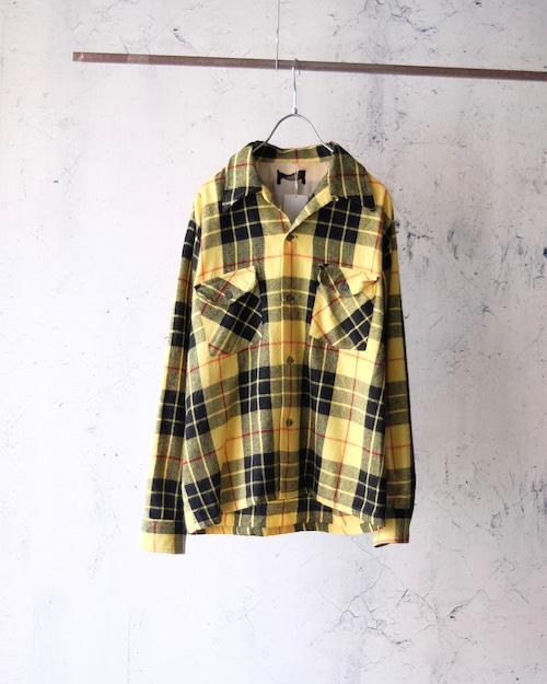 old plaid pattern short shirt