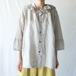 Vlas Blomme - Light Cotton Ramie Elder Flower Print タックギャザーセーラーカラーブラウス - Light Grey
