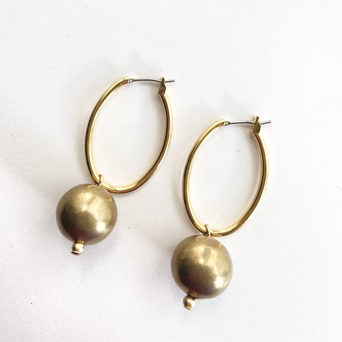 Vintage hoops with ball B-081