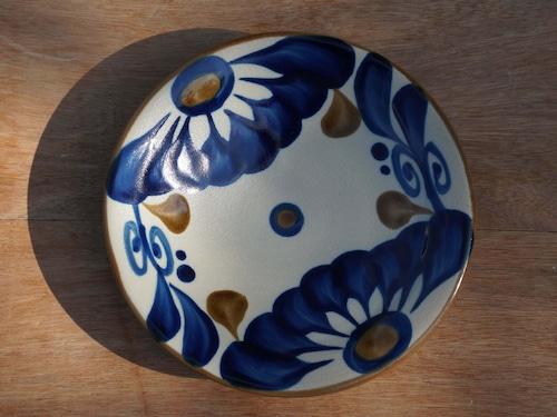 コバルトが鮮やかな唐草の5寸皿(約15cm)【ヤチムン大城工房】