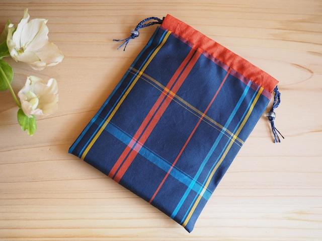 紺にカラフル格子の巾着-大島紬から