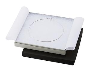 オメガネック・チョーカー用紙箱 白綿フリータイプ 12個入り AR-F39