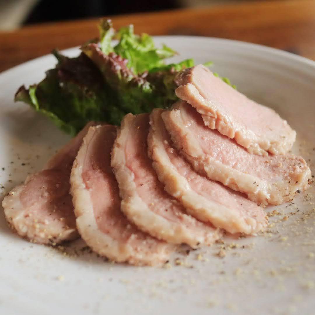 塩麹で仕込んだ鴨のロースハム