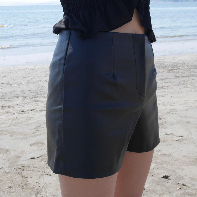 【Belle】leather short pants / black