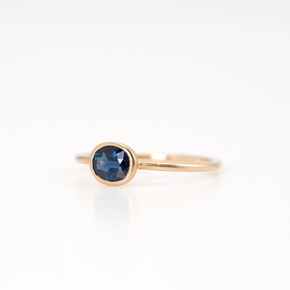 Sapphire ring / Oval