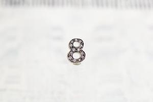 数字 シングルピアス  SV925 Numéro diamant 8