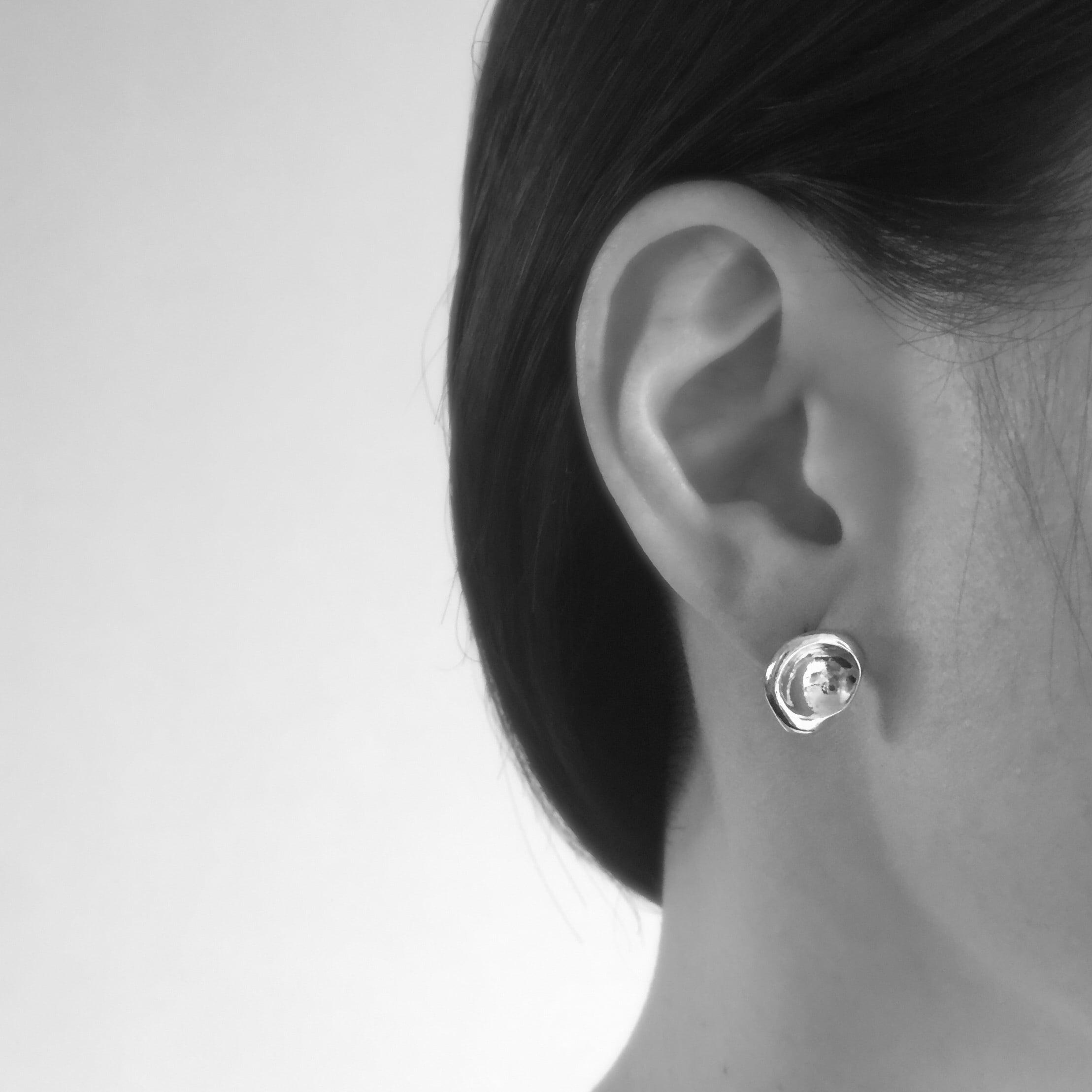 Crater pierced earrings