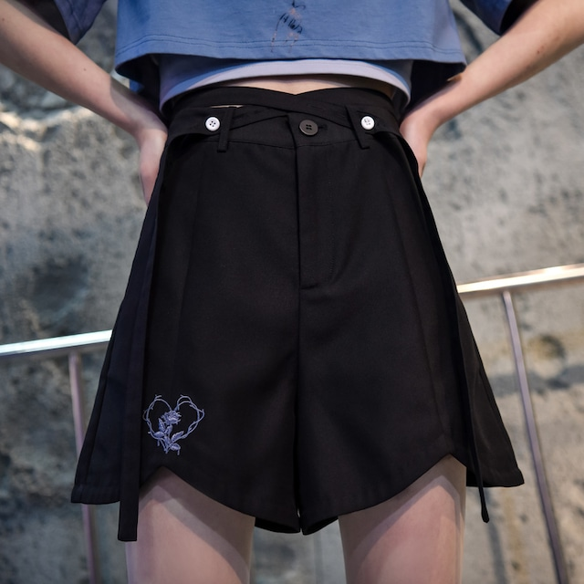 【森女部落シリーズ】★ショートパンツ★ 刺繍 合わせやすい 可愛い ブラック 黒い ハイウエスト 着痩せ 涼しい