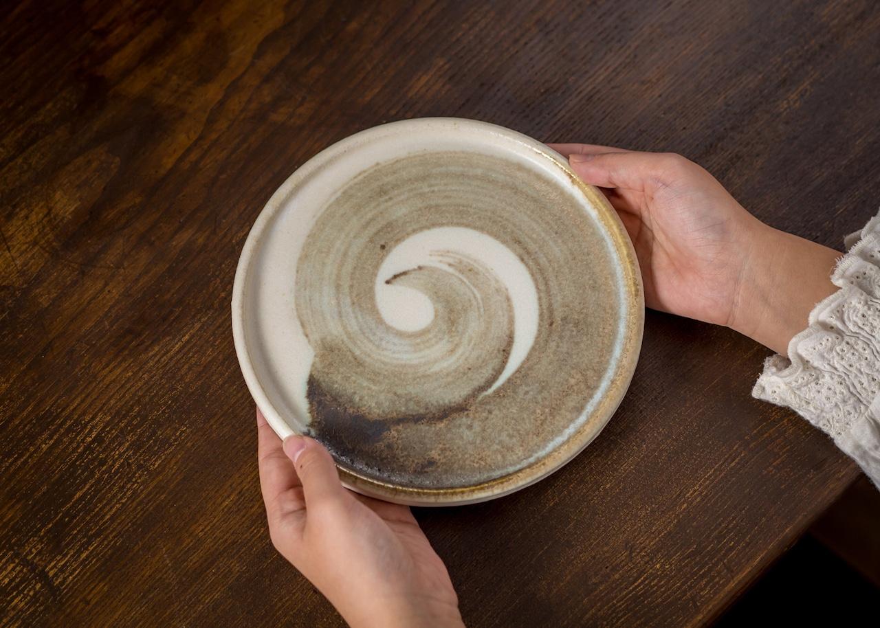 うずまき 6寸 丸プレート(大皿・フラットプレート・丸皿)/吉永哲子