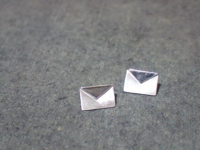 Envelope pierced earrings