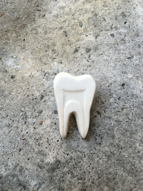 shiibo 歯のピンバッジ