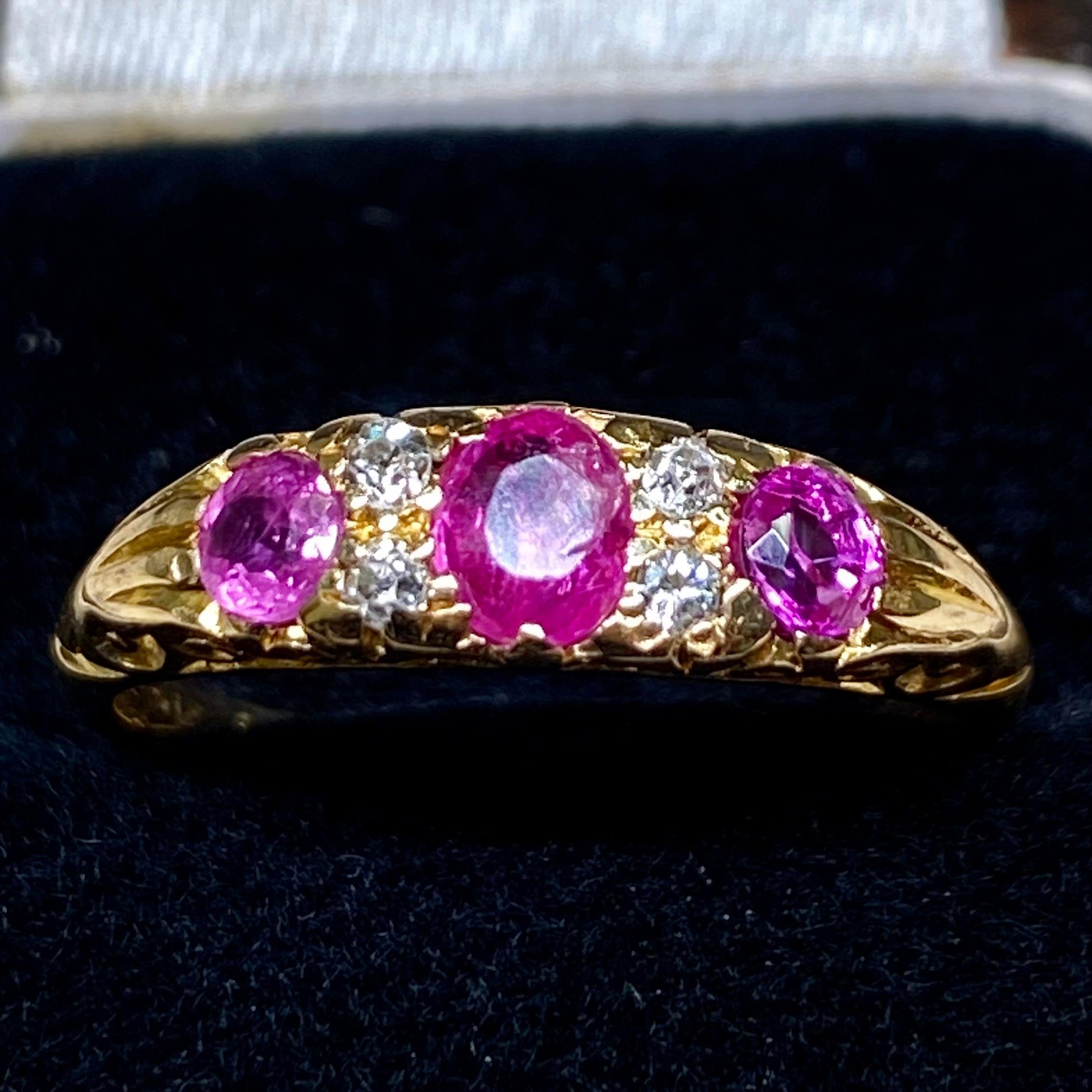 イギリス1906年製アンティークリングK18 指輪 オールドヨーロピアンカットダイヤモンド ピンクサファイアに彩雲ぽい光✨