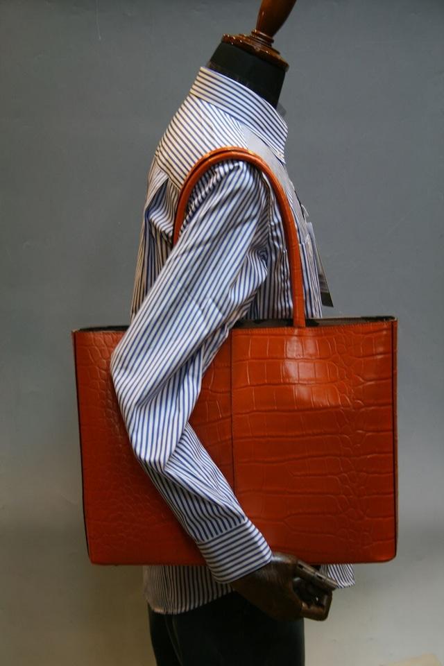 トートバッグ A4パソコン収納可能な牛革クロコダイル型押し 色はオレンジ 自立型、裏地は迷彩柄 日本製